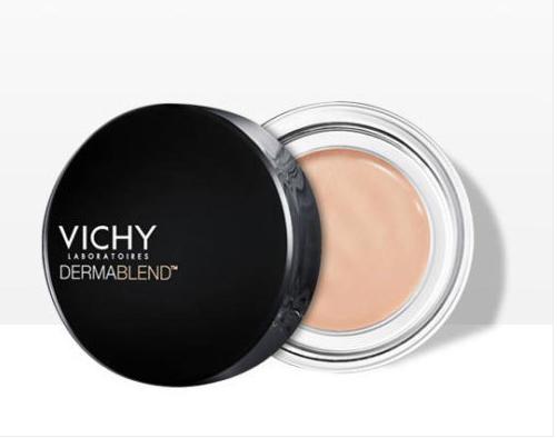 Come togliere i peli dal viso con il trucco, usando il correttore tonalità albicocca Vichy Dermablend.