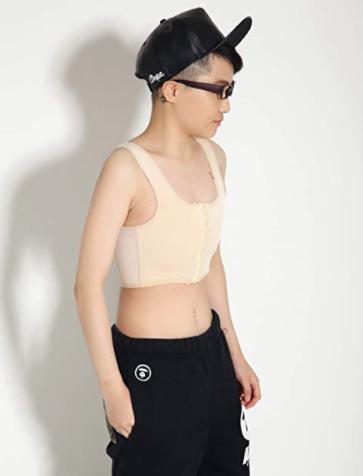 I migliori Binder su Amazon. Questo è un binder per transgender Ftm, con allacciatura sul davanti e spalline regolabili in base alla taglia.